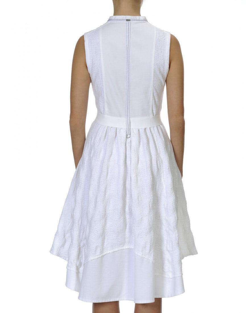 5c8592f9850 GRACEFUL  Robe blanche sans manches avec une patte de boutonnage sur le  devant