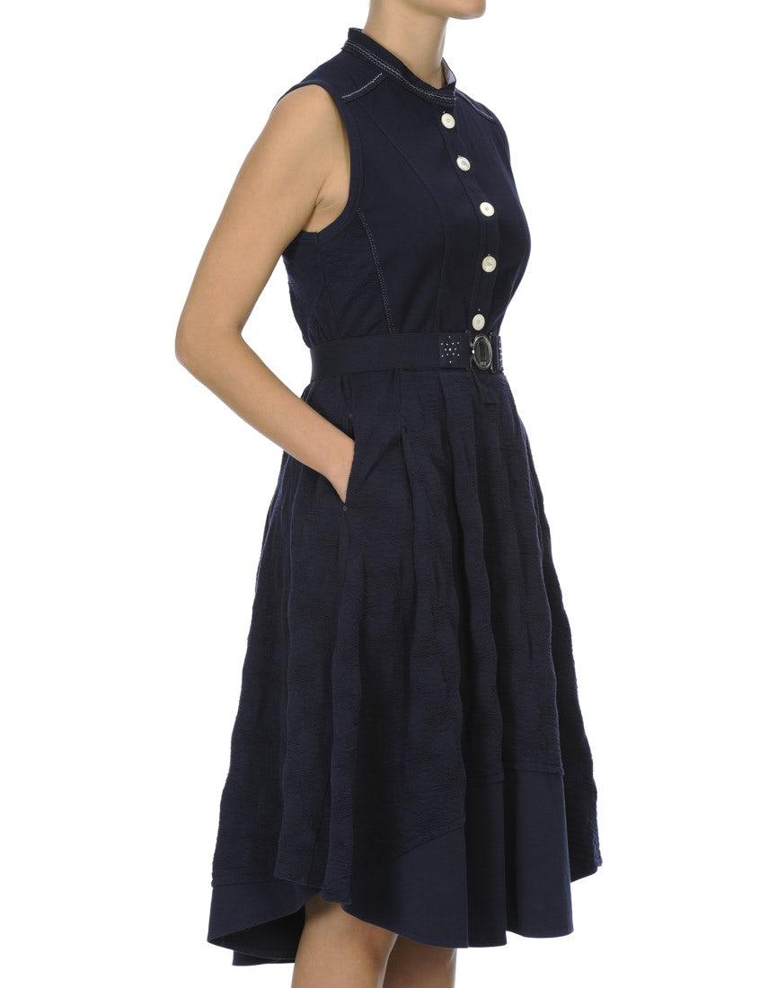 7704b0441ba GRACEFUL  Robe bleu marine sans manches avec une patte de boutonnage sur le  devant