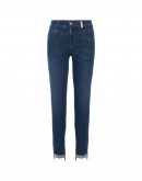 KICK-OFF: Jeans with diagonal yoke and pockets