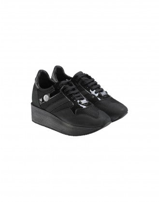 PODIUM: Black sneaker with wood platform sole