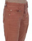 "NEW BOY: Pantaloni color terracotta con trattamento ""colour repair"""