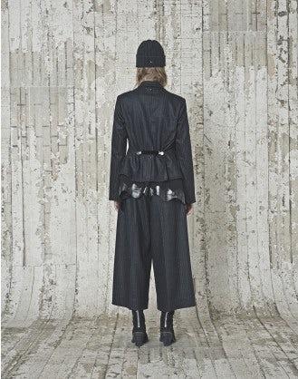 PROTOCOL: Giacca gessata in lana grigia a taglio vivo