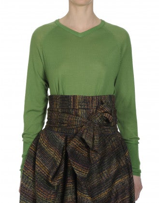 REALITY: Fine V-neck sweater in leaf green wool