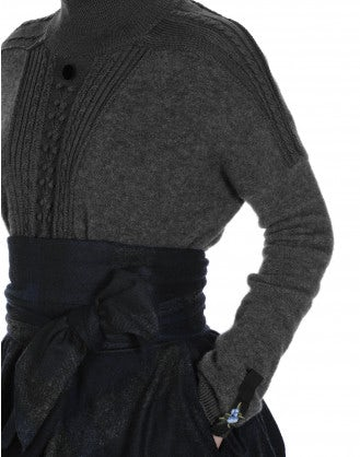 RELIEF: Rib turtle neck sweater with cable