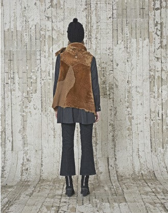 DAUNTLESS: Gilet in shearling color caramello