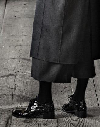 HACKNEY: Stringate nere lucide
