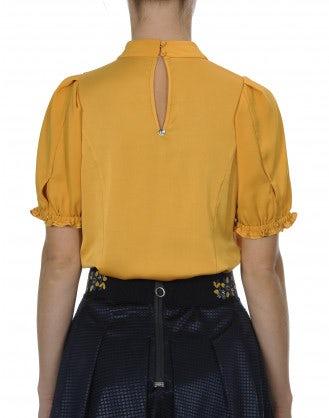 NOTATE: Camicia a collo alto con pieghe frontali color calendula