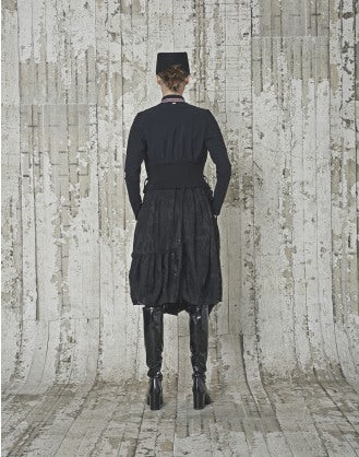 AXIS: Giacca nera in Sensitive® con arricciature